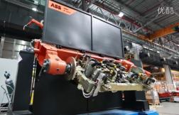 两台ABB焊接机器人与变位机协作焊接复杂工件