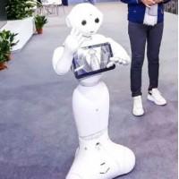 PEPPER机器人:商场导购 Hi-shop 未来店