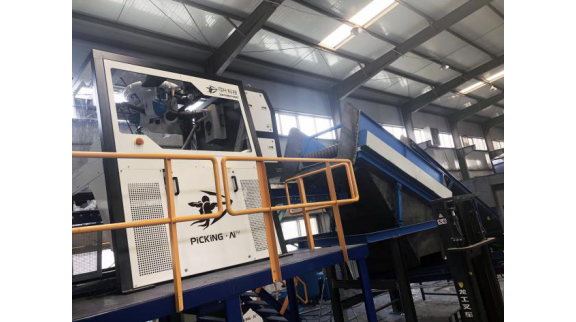人工智能垃圾分类机器人正式落地于北京