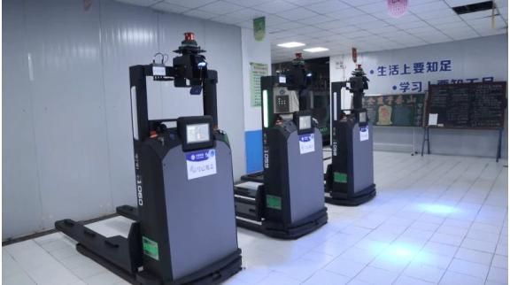 河南化纤行业首台5G+AGV搬运机器人在新乡投用