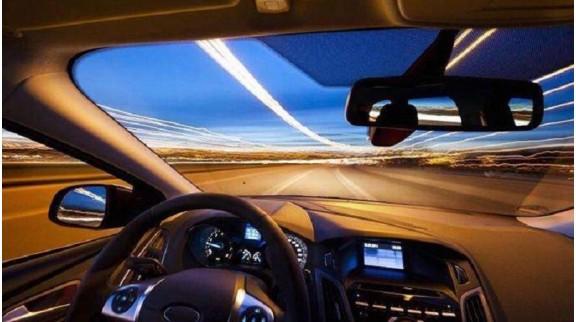 """与无人车擦身而过,无人驾驶车已经开始""""持证""""上路"""