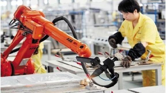 """""""机器换人""""带来的技术性失业危机?你怎么看?"""