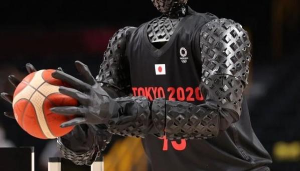 东京奥运会惊现投球机器人 100%投篮命中率抢尽风头